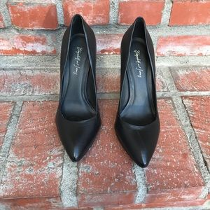 Elizabeth and James black pumps 7.5